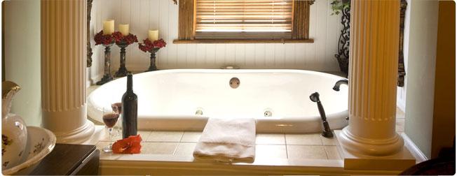 Baño decorado de modo romántico con velas